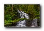 大自然之美:山林中的小瀑布 宽屏壁纸